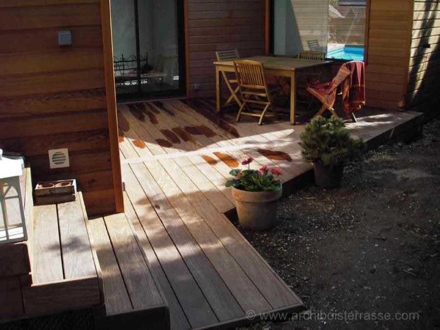 Tour de piscine terrasse de maison escaliers chemin de bois - Entourage piscine design ...