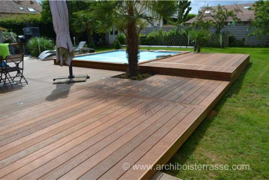Terrasse de piscine sur deux niveaux entourages et tours for Deck piscine bois