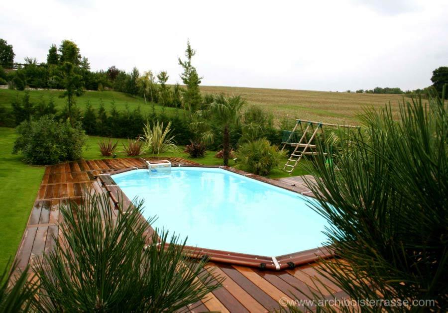 autour de la piscine terrasse jacuzzi sauna abri entourage habillage. Black Bedroom Furniture Sets. Home Design Ideas