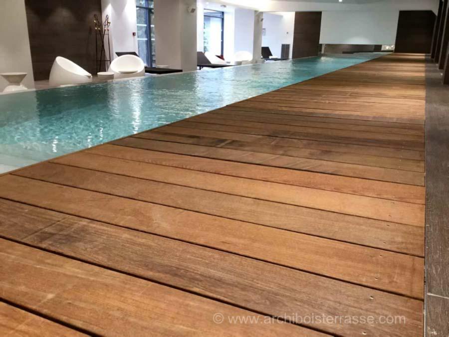 tour et caillebottis bois exotique piscine int rieur a d bordement. Black Bedroom Furniture Sets. Home Design Ideas