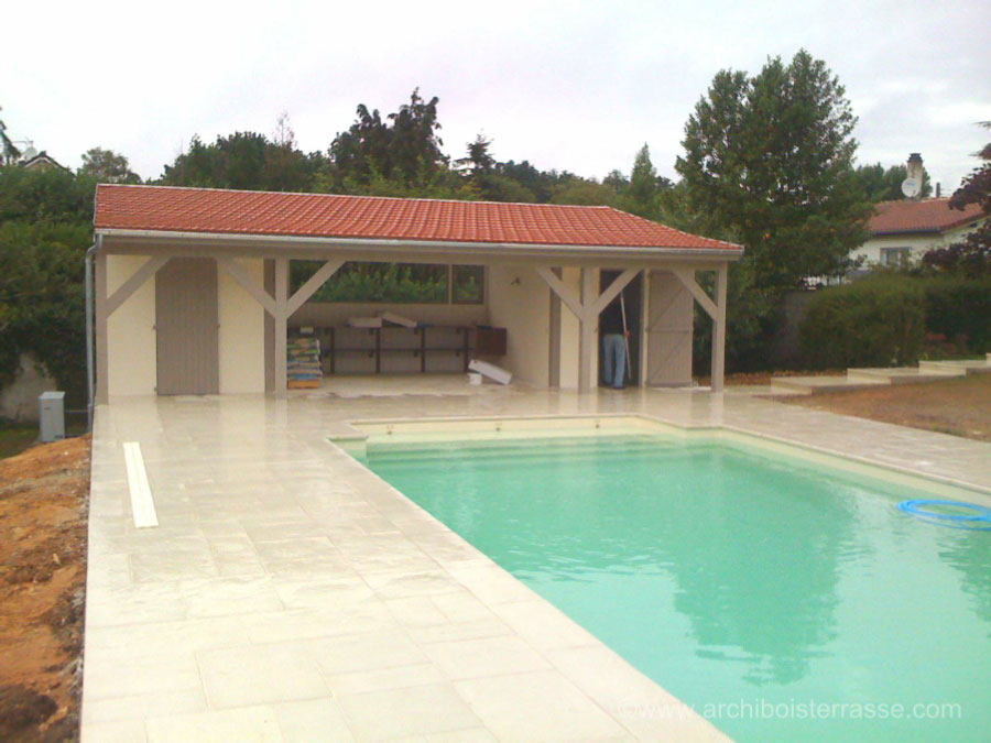 Photos de la construction d 39 un pool house bois de piscine for Construction pool house piscine