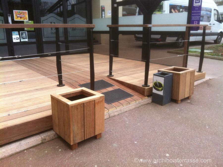rampe terrasse bois pmr muret de sout nement en bois. Black Bedroom Furniture Sets. Home Design Ideas