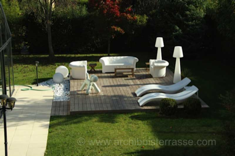 terrasse bois de piscine au design moderne chic confort et bien tre. Black Bedroom Furniture Sets. Home Design Ideas