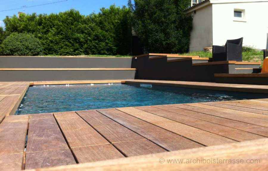 Terrasse de piscine en paliers design moderne et contemporain for Entourage piscine design