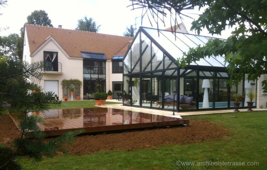 terrasse en bois moderne sur plot b ton et poutre. Black Bedroom Furniture Sets. Home Design Ideas