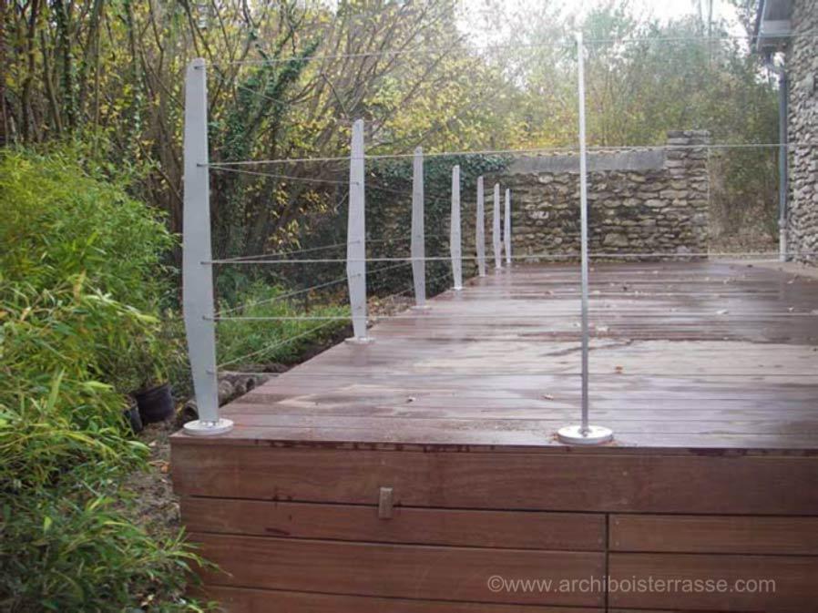 terrasse bois en hauteur sur pilotis suspendue sur poteaux 27 78 76. Black Bedroom Furniture Sets. Home Design Ideas
