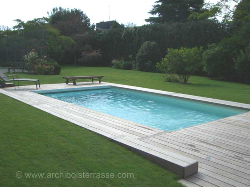 Autour de la piscine terrasse jacuzzi sauna abri entourage habillage for Entourage piscine design