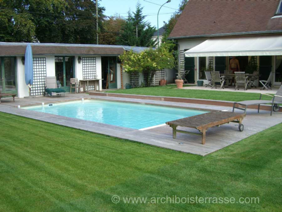 Terrasse bois et tour de piscines clairage led for Piscine yvelines