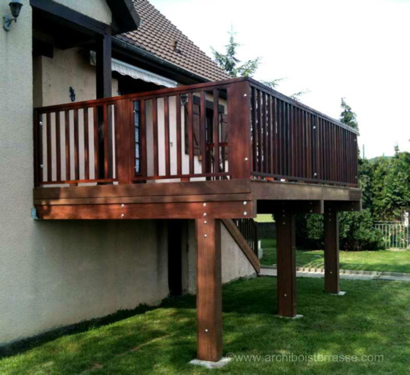 terrasse adoss e sur pilotis poteaux premier tage maison en hauteur. Black Bedroom Furniture Sets. Home Design Ideas