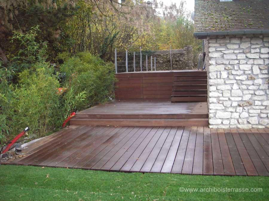 terrasse bois en hauteur sur pilotis suspendue sur. Black Bedroom Furniture Sets. Home Design Ideas