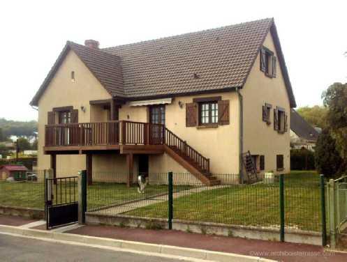 terrasse adoss e sur pilotis poteaux premier tage. Black Bedroom Furniture Sets. Home Design Ideas
