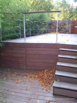 Terrasse bois pilotis avec escalier