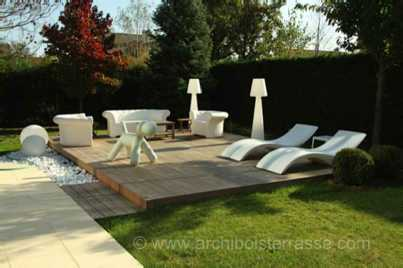terrasse de piscine avec salon et decor design