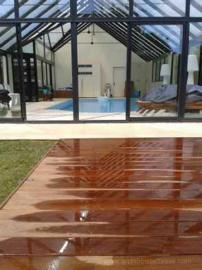 terrasse bois de piscine au design moderne chic confort et bien tre. Black Bedroom Furniture Sets. Home Design Ideas